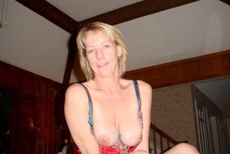 Femme cougar sexy de Panazol qui se sent seule