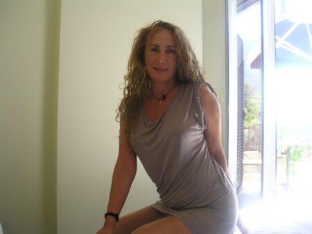 Femme sexy domina pour amant qui obéit