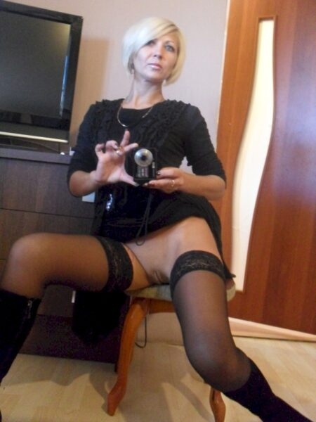 Jolie coquine de cougar qui cherche un plan sexe mature