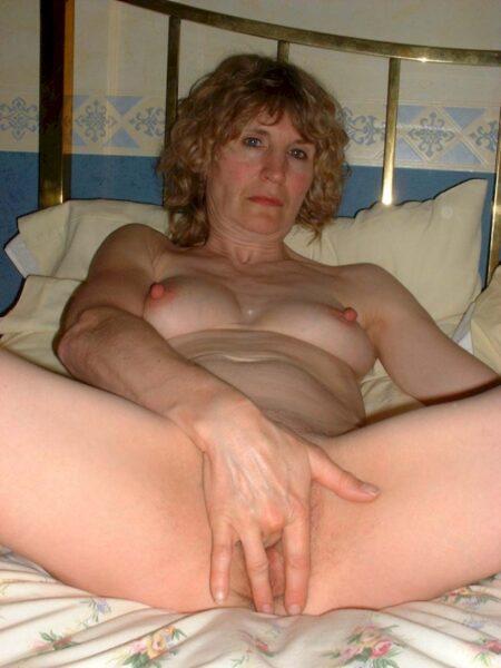Pour jeune mec chaud dispo qui désire une femme cougar sexy